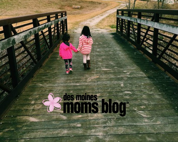 Three Tips to Strengthen Sibling Bond | Des Moines Moms Blog