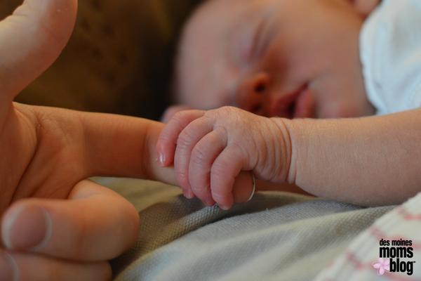 Mom full hands full heart Des Moines Moms Blog