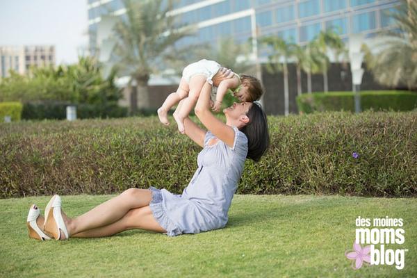 mom and child   des moines moms blog