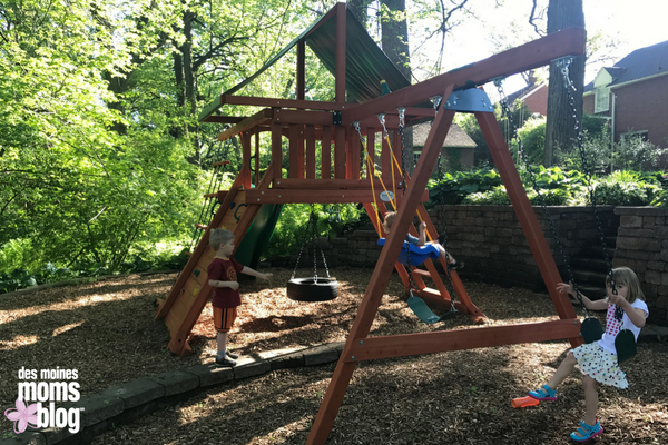 backyard adventures play set Des Moines Moms Blog