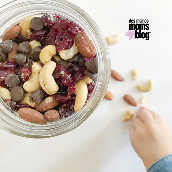 trail mix healthy snack | Des Moines Moms Blog