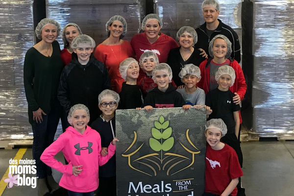family volunteering meals from the heartland