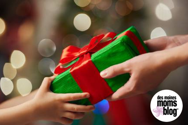 Christmas Giving Tree Ideas.Give Back Ideas For Holiday Giving In Des Moines